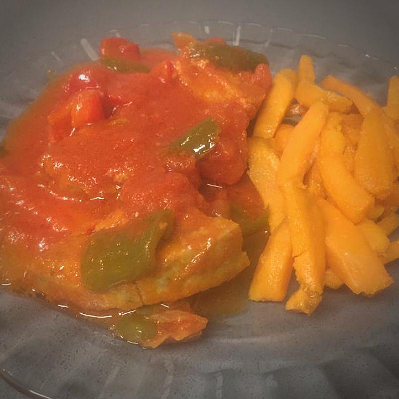 Carne vegetal al chilindrón con chips de boniato